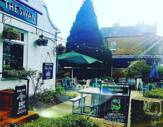 swan pub wimbledon outside